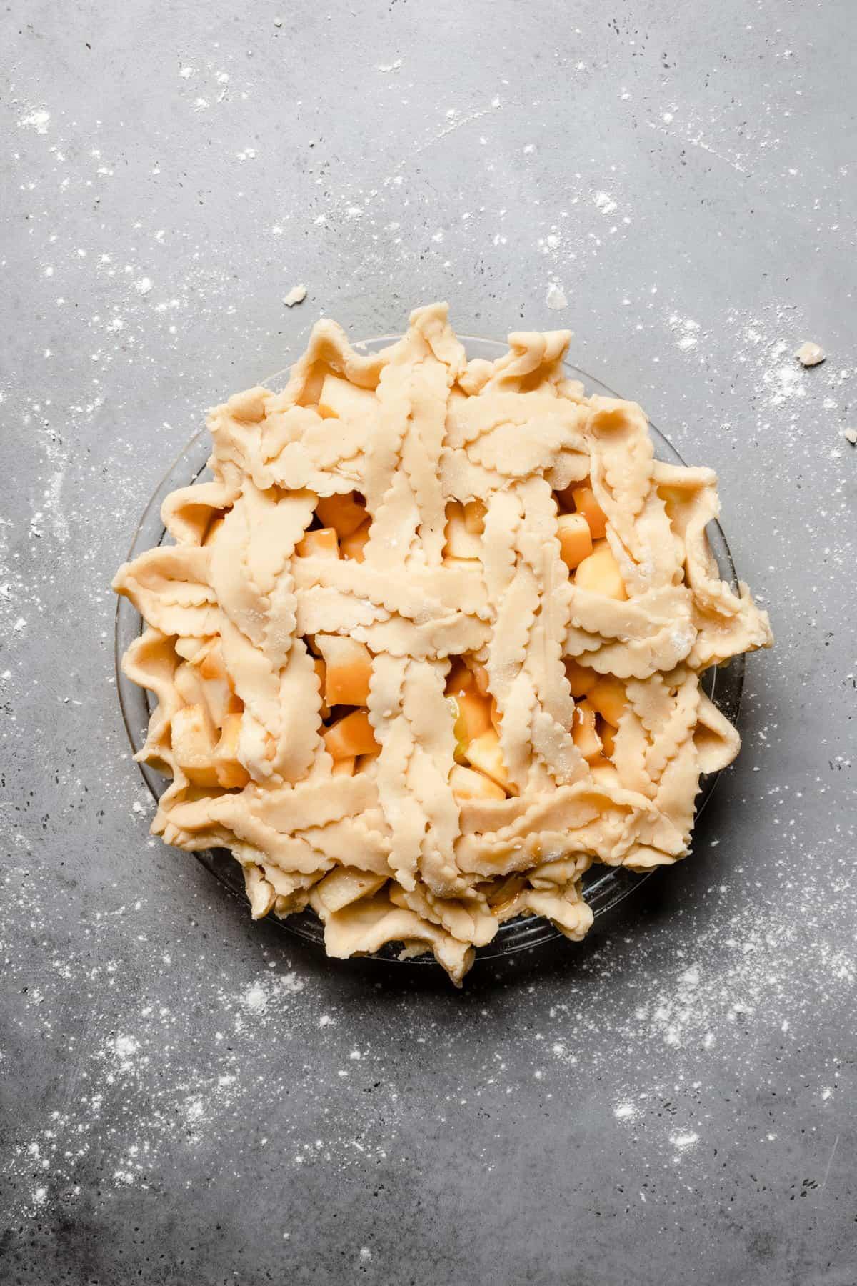 Pie pie with caramel sauce