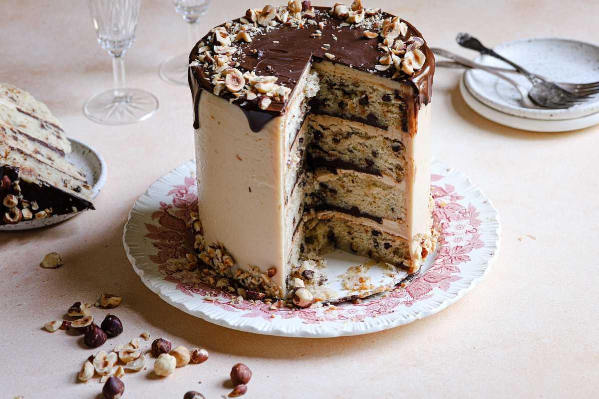 Hazelnut cake recipe with hazelnut buttercream filling.